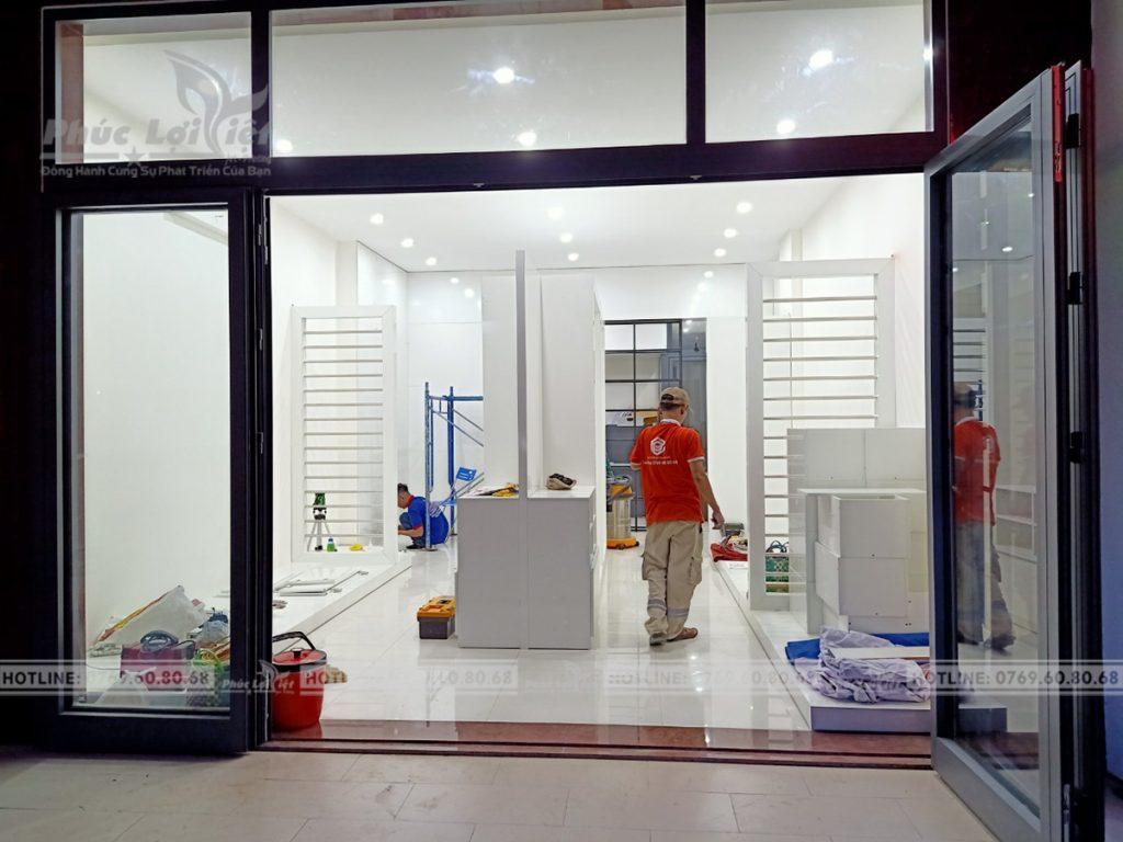 Thi-cong-noi-that-go-cong-nghiep-showroom-van-phong-tai-hai-chau-da-nang (14)
