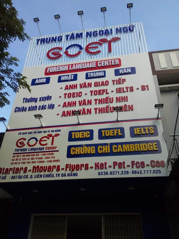 Thi công bảng hiệu tại trung tâm ngoại ngữ GOET.